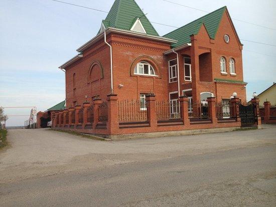 Томский предприниматель выставил на продажу оформленный на нее коттедж в селе Парабель за 10 млн рублей
