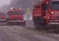 Более 150 машин ликвидируют последствия мощного снегопада в Чебоксарах