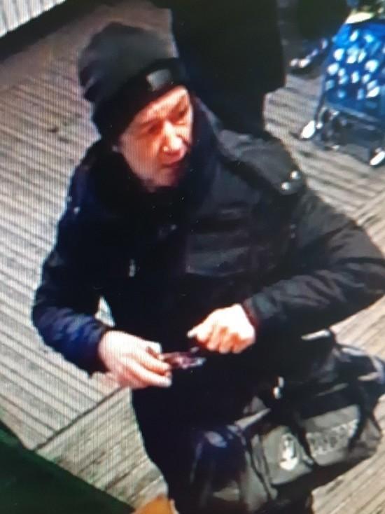 В Йошкар-Оле разыскивают похитителя денег из банкомата