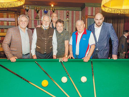 Команда Госдумы победила на турнире по русскому бильярду
