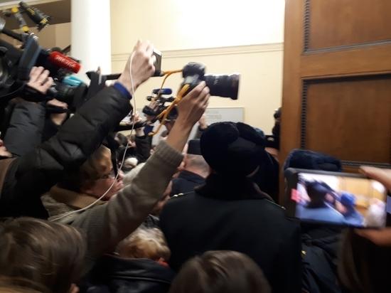 """Заседание по делу """"Сети"""" в Петербурге закончилось давкой"""