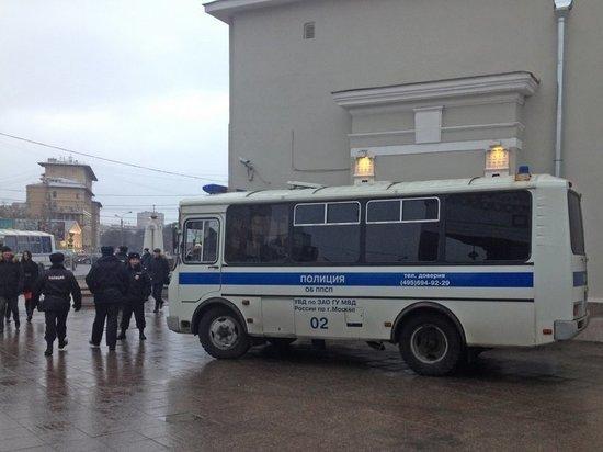 Студент из Техаса обвиняется в нападении на полицейского в Москве