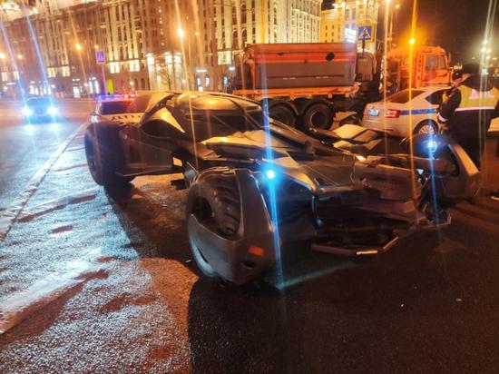 Сотрудники московской Госавтоинспекции отправили бэтмобиль на штрафстоянку
