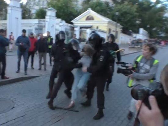Путин прокомментировал избиение девушки полицейским на митинге в Москве