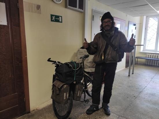 Бразильский велосипедист объехал 68 стран и остановился в Пскове по делам