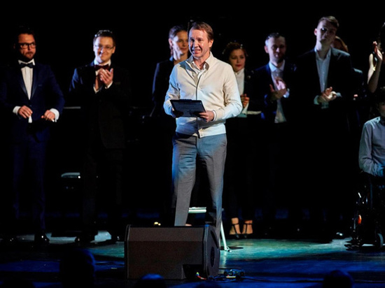 Евгений Миронов представил спектакль-концерт для особенных детей