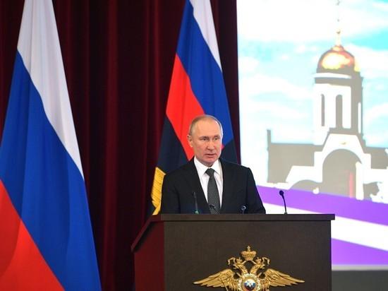 Путин на коллегии МВД призвал ужесточить контроль над Интернетом и таксистами