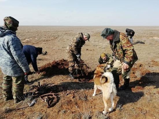 В калмыцкой степи обнаружены останки летчика и фрагменты самолета