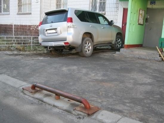 В Серпухове не утихают споры насчёт правильной и неправильной парковки автомобилей.