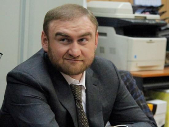 Суд оставил Арашуковых в СИЗО