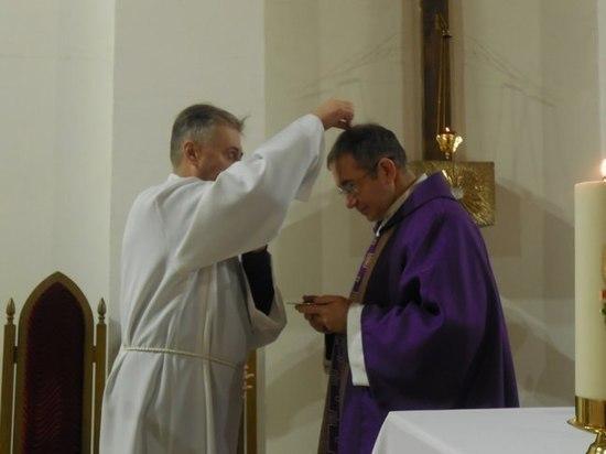 Зачем тульские католики посыпали голову пеплом