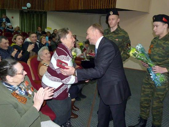 Ветеранам в Тверской области вручили юбилейные медали