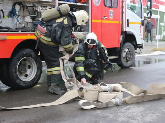 """Тульские пожарные отработали условное возгорание в парке """"Патриот"""""""