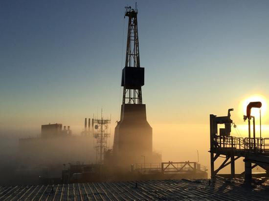 Коронавирус обрушил нефть: что будет с рублем и долларом