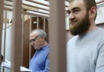 Суд оставил в СИЗО экс-сенатора Рауфа Арашукова и его отца