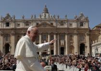 Папа Римский заболел после общения с верующими