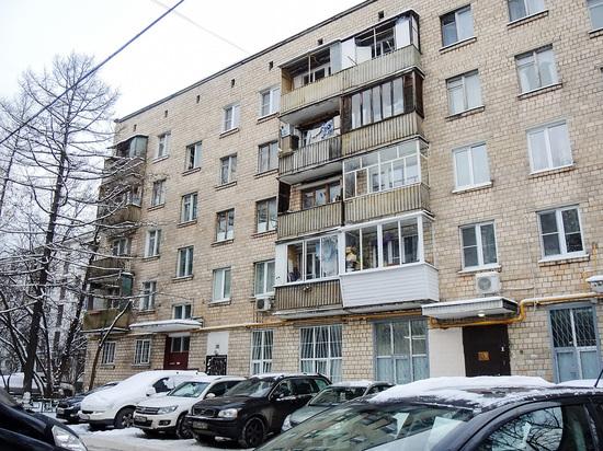 В Москве строитель провалился за стенку чужого туалета