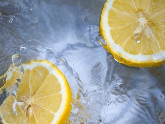 Диетолог опроверг пользу от воды с лимоном