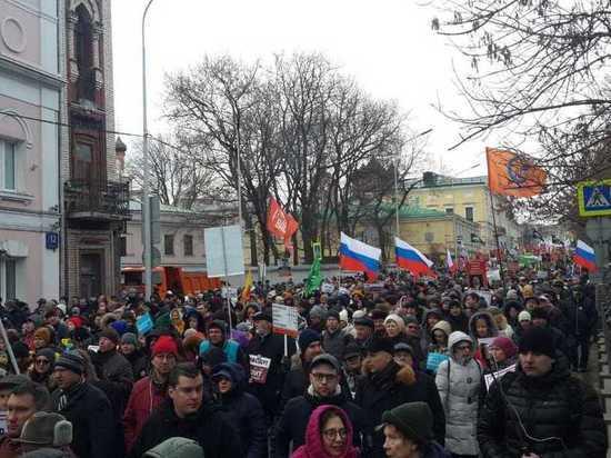 На Марш Немцова в Москве вышли несколько тысяч человек