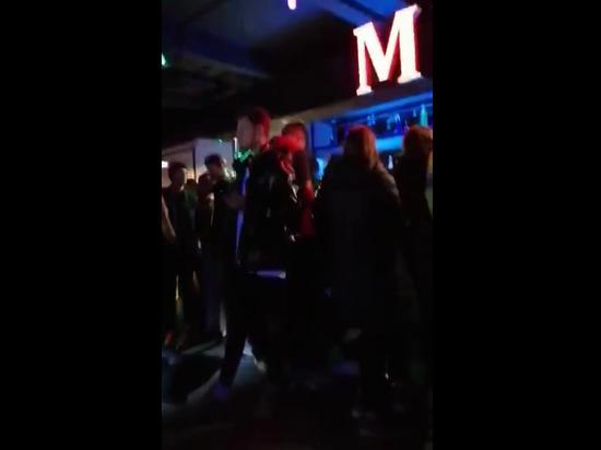 В кальянной в центре Москвы задержаны около 100 человек