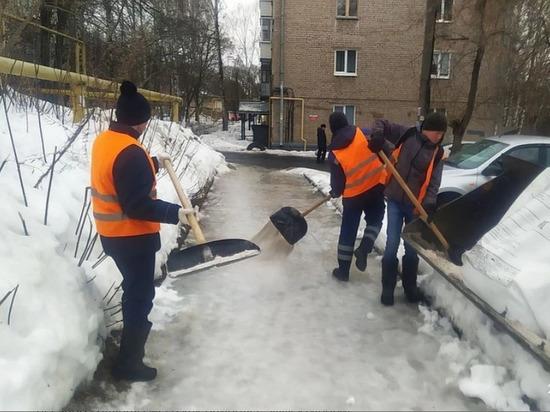 В Ижевске устраняли последствия прошедшего ледяного дождя