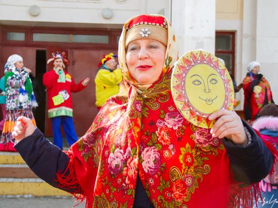Без блинов, но со сладкой ватой: как отметили Масленицу в Хабаровске