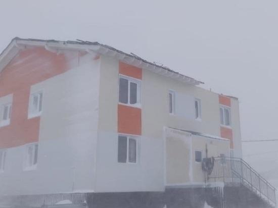 Штормовой ветер сорвал крышу с дома в Ямальском районе