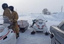 Алтайские спасатели привезли продукты в отрезанное от внешнего мира село