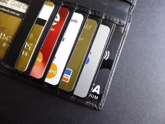 Банки резко сократили выдачу кредиток россиянам: сказались меры ЦБ