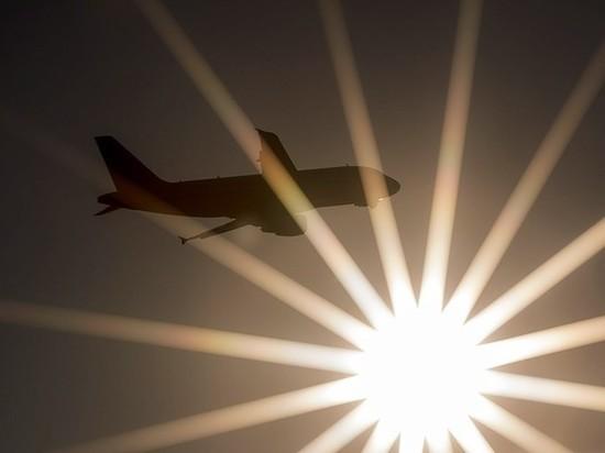 Самолет Новосибирск-Москва экстренно сел после сигнала бедствия