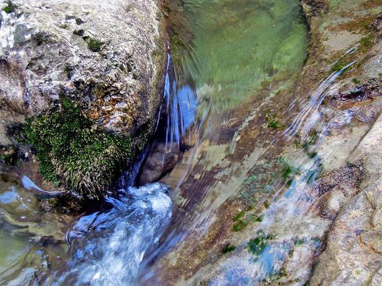 Опасна ли для здоровья вода с серебром, рассказал волгоградский ученый