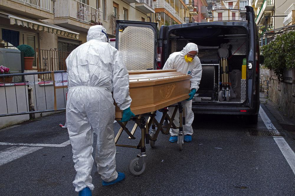 """Кадры эпидемии коронавируса из разных стран: """"Он везде!"""""""