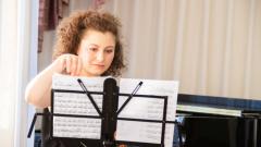 Из Хабаровска в Европу и обратно: Елена Кочеватова вдохновляет музыкантов