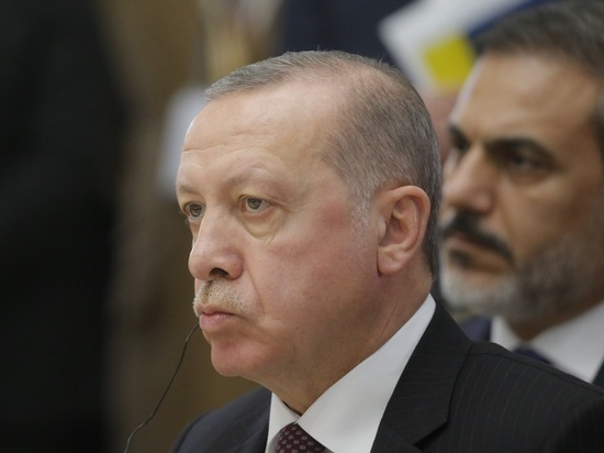 Эрдоган подал иск к депутату после драки в парламенте