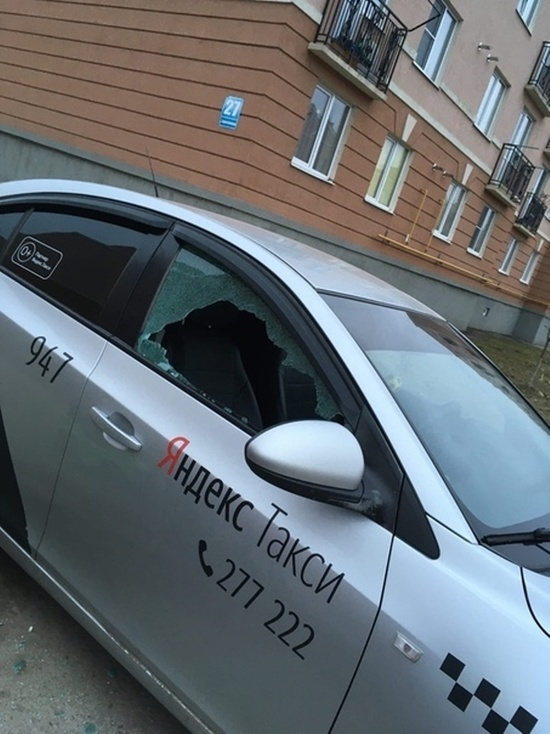 На Правобережье Калуги побили стекла таксистам