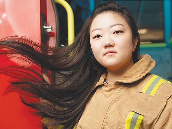 Они доказали, что бороться с пожарами - не только мужское дело