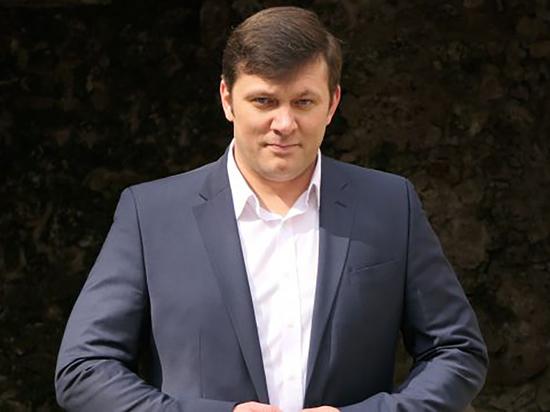 Русский немец Алексе Классин хочет возложить 75 000 гвоздик на братские могилы в Германии