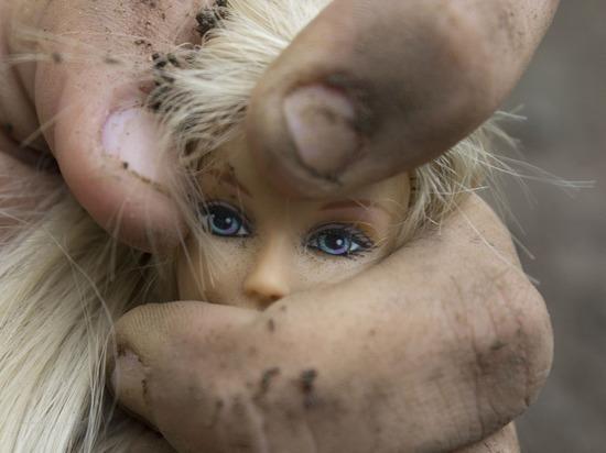 Под Омском маньяк-рецидивист изнасиловал школьницу, суд оставил его на свободе
