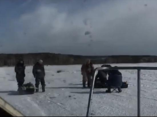 На Белоярском водохранилище 20 рыбаков сняли с оторвавшейся льдины