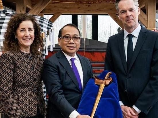 Нидерланды вернули кинжал индонезийского принца спустя 45 лет