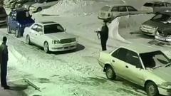 """В Новосибирске сняли перестрелку автоматчика с местным """"терминатором"""": видео"""