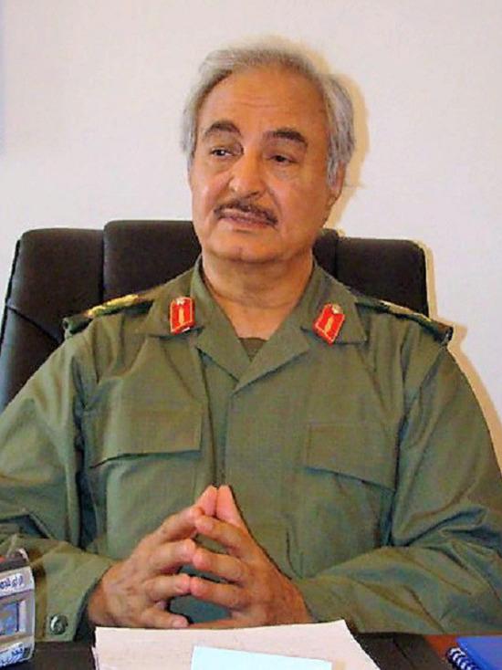 Хафтар выразил готовность Макрону к заключению перемирия с ПНС
