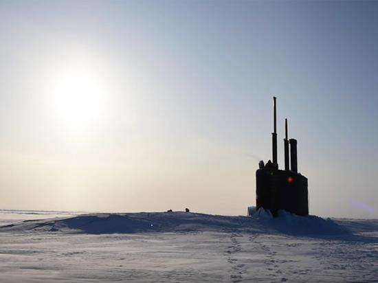 Американская подлодка всплыла сквозь лед у российской базы в Арктике