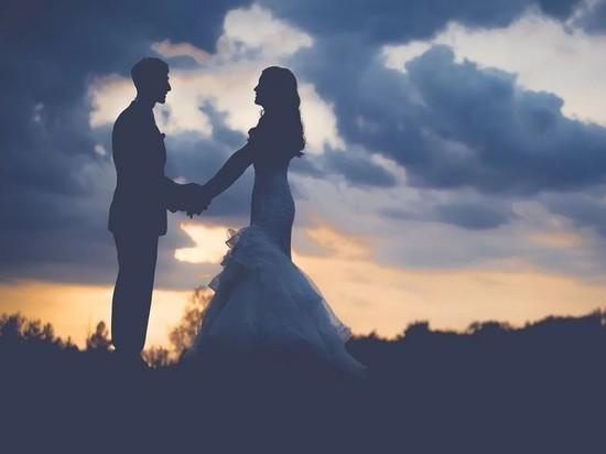 """Госдума поддержала поправку в Конституцию о """"традиционном"""" браке"""