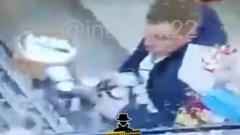 Разъяренный клиент ударил банкой тушенки продавца в барнаульском баре