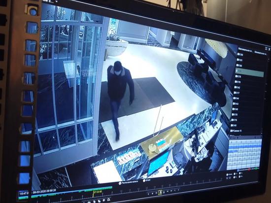 Неизвестный в маске и с перочинным ножом совершил ограбление в гостинице «Островский»