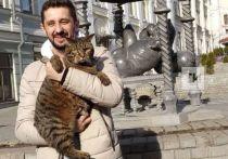 «Толстый» кот Виктор встретился с Казанским котом