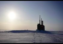 В Сети появилось видео всплытия американской субмарины из - подо льда
