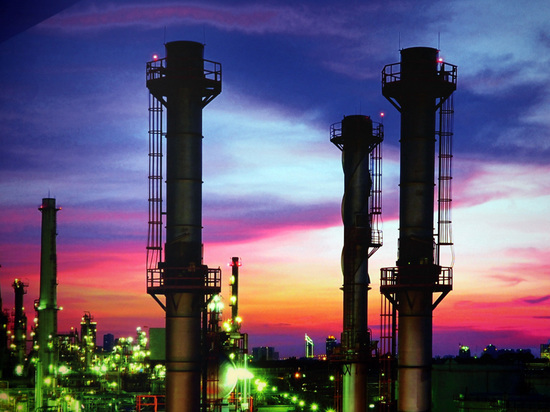 Саудиты решили утроить поставки нефти по ценам ниже российских