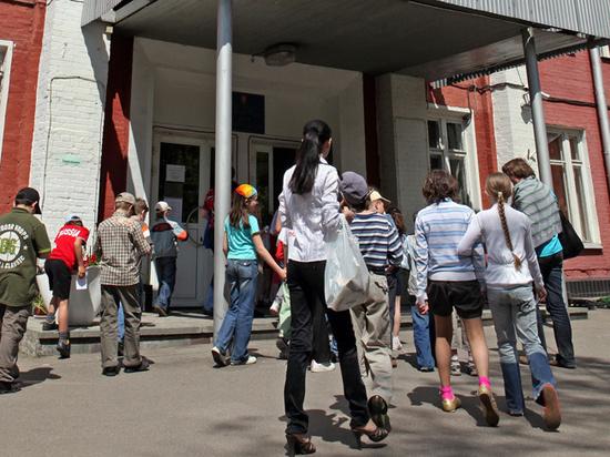 Коронавирус может оставить школьников без экскурсий и лагерей